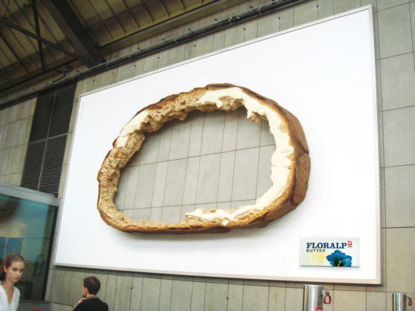 hole-bread-creative-billboard
