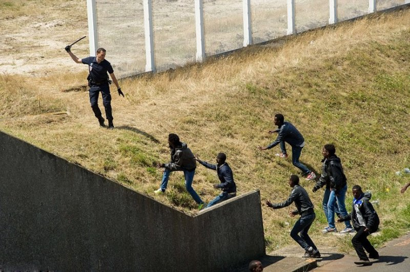french police and immigrants
