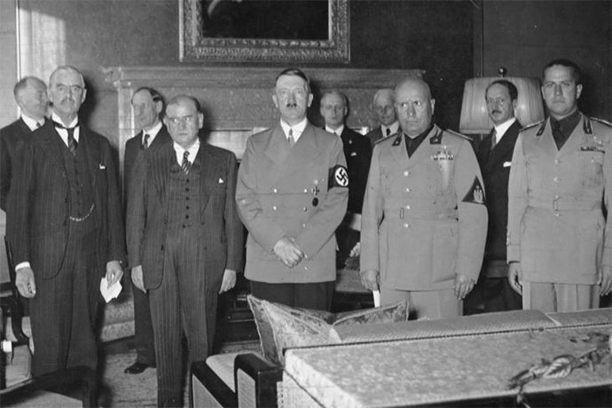 hitles chamberlain mussolini signing the Munich Agreement