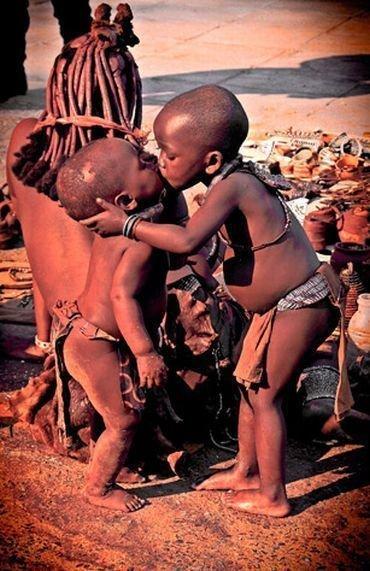 kissing kids