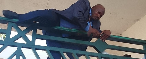 nigerian mp jumping  a fence2
