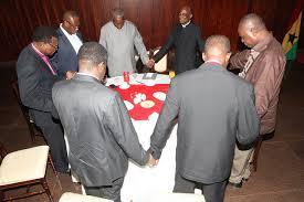 president mahama praying2