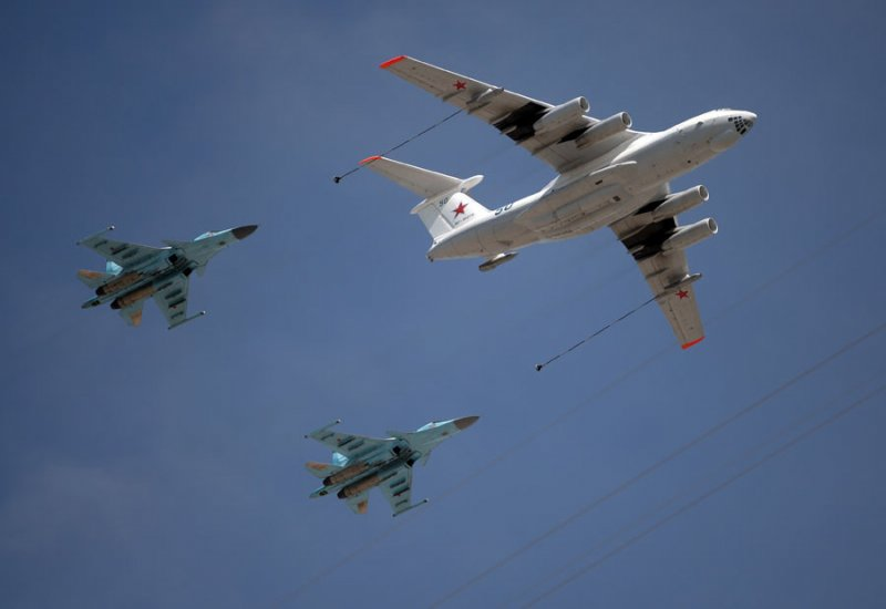 An Ilyushin Il-78 Midas air force tanker and a Mikoyan-Gurevich MiG-31 Foxhound fighter-interceptor