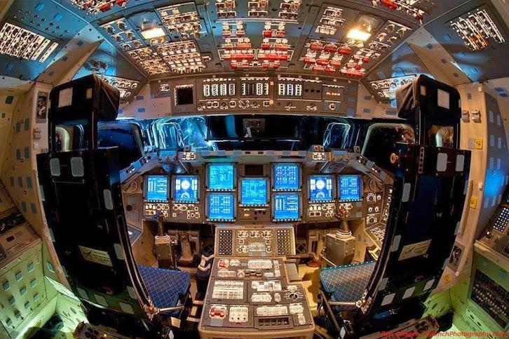 cockpit os spaceship endeavor